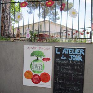 Les enfants ont décoré le jardin partagé de Pierrefeu Terres de Partage